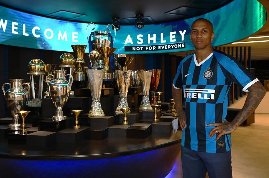 Интер объявил о приобретении Эшли Янга у Манчестер Юнайтед