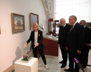 3D-копия жертвенника эпохи бронзы передана губернатором Петербурга музею Туркменистана