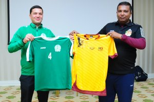 Photo report: Meeting of representatives of the national teams of Turkmenistan and Sri Lanka before the match of WCQ 2022