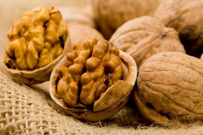 При каких забрлеваниях кишечника нельзя употреблять грецкие орехи