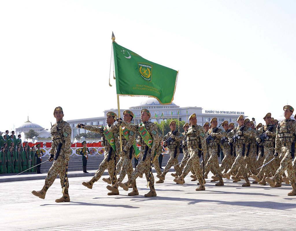 Armée du Turkménistan / The Armed Forces of Turkmenistan - Page 2 %D0%9F%D0%B0%D1%80%D0%B0%D0%B4-270918